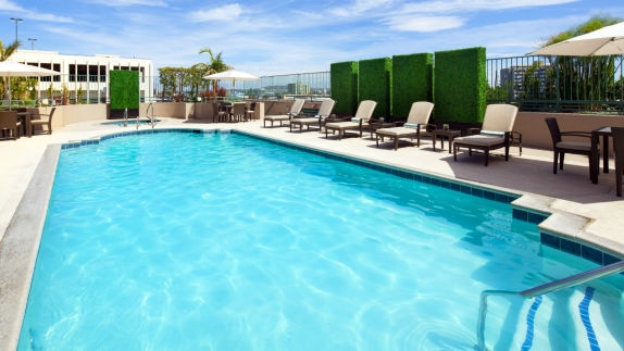 Beautiful Long Beach Hotel Features   Outdoor Pool